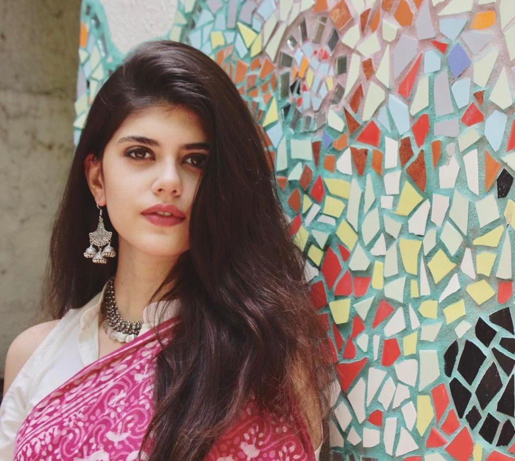 Sanjana Sanghi in Sharee
