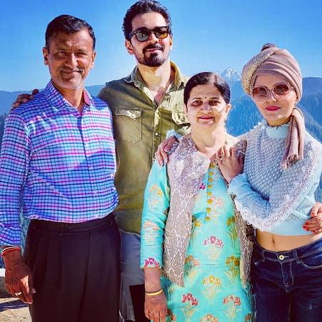 Rubina Dialik family and parents
